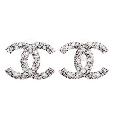 CHANEL 經典CC LOGO 大小水鑽鑲嵌針式耳環 (大/銀色) @ Y!購物