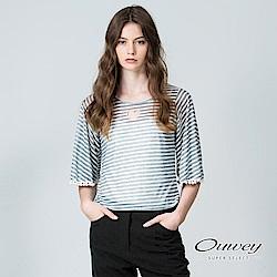 OUWEY歐薇 甜美條紋寬版上衣(黑/灰)