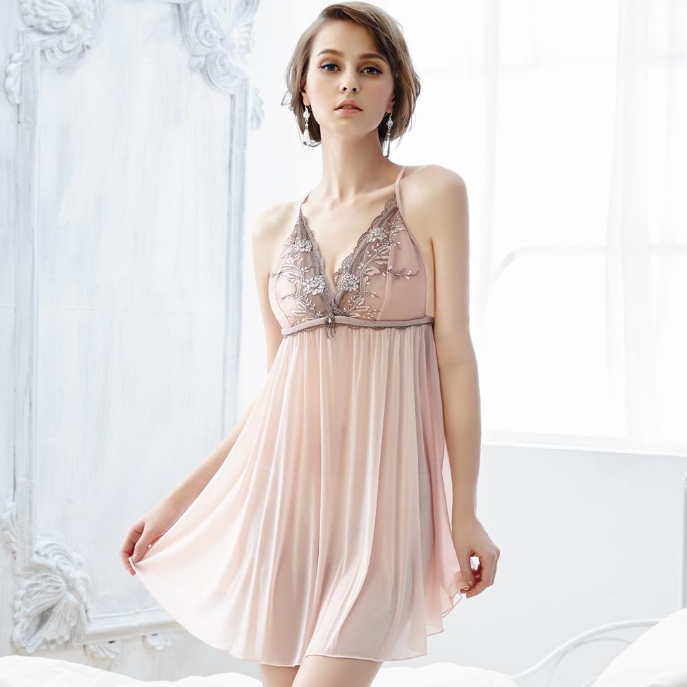 思薇爾 爵戀華爾滋系列刺繡蕾絲連身式小夜衣(珍珠粉)