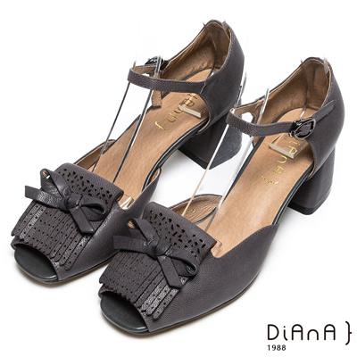DIANA 摩登時尚--流蘇蝴蝶結真皮瑪莉珍魚口跟鞋-黑
