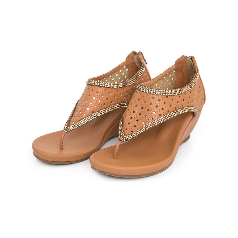 TAS 水鑽打洞牛皮T字楔型涼鞋-質感棕