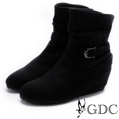 GDC-個性抓皺鉚釘交叉扣飾短靴-黑色