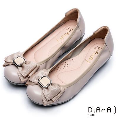 DIANA 舒適甜美--質感方釦蝴蝶結楔型娃娃鞋-卡其