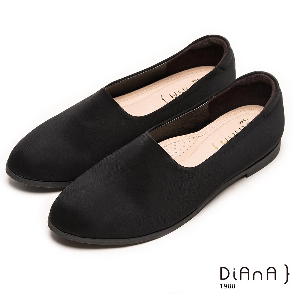DIANA 自然風味--流行百搭素面尖頭彈性平底鞋-黑