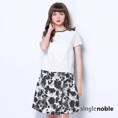 獨身貴族-黑白摩登蕾絲鏤空造型上衣-1色