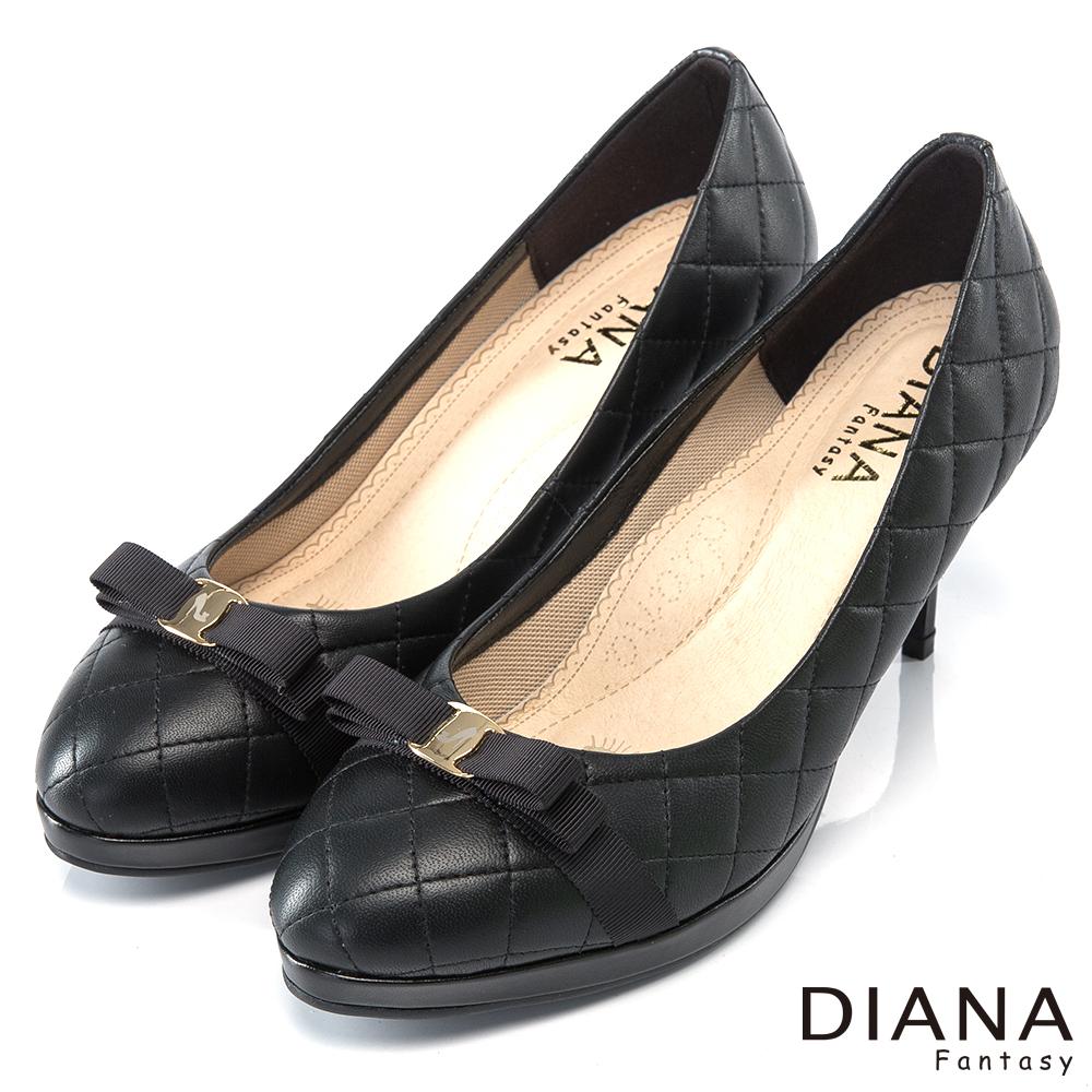 DIANA 超厚切焦糖美人款--小香系菱格紋真皮跟鞋-黑