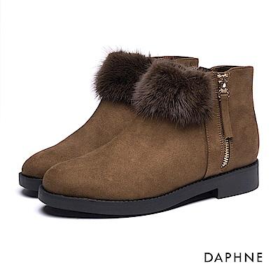 達芙妮DAPHNE 短靴-毛球側拉鍊內增高絨布踝靴-橄欖綠