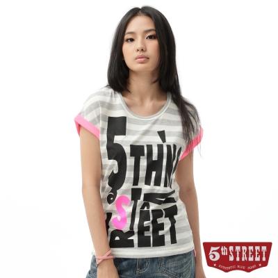 5th STREET T恤 滿版印字條紋T恤-女-麻灰