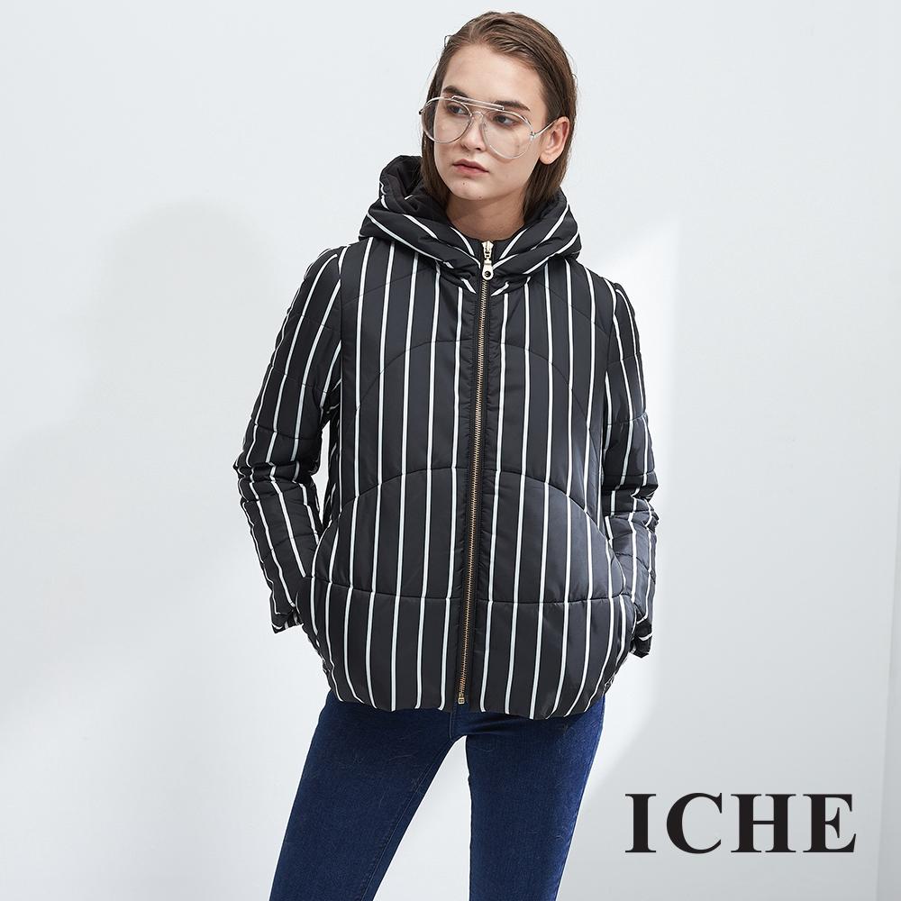ICHE衣哲 時尚連帽條紋字母印花鋪棉造型外套(兩色)-黑