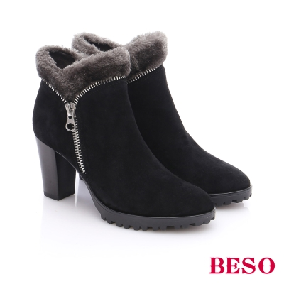 BESO 都會摩登女郎 絨面羊皮拉鍊粗高跟短靴  黑色