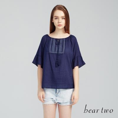 beartwo 一字領荷葉袖垂墜流蘇綁帶上衣(藍色)-動態show