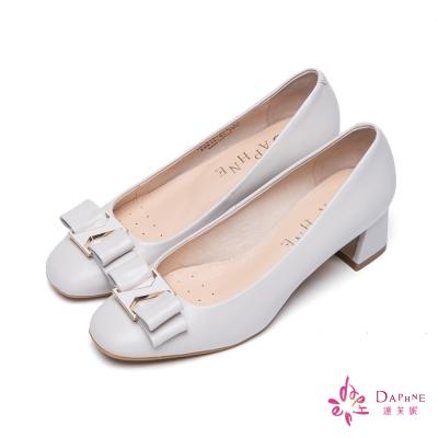達芙妮DAPHNE-柔美經典蝴蝶結飾扣粗跟鞋-百搭