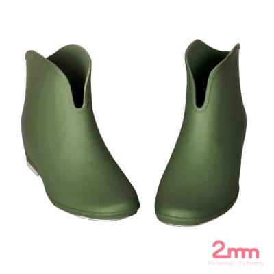 2mm 玩色系V型時尚內增高輕量短筒雨靴/雨鞋 (橄欖綠)