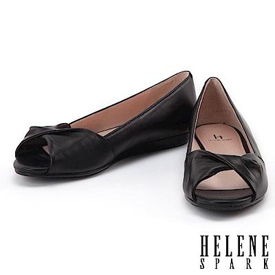平底鞋 HELENE SPARK 典雅簡約抓皺扭結全真皮魚口平底鞋-黑