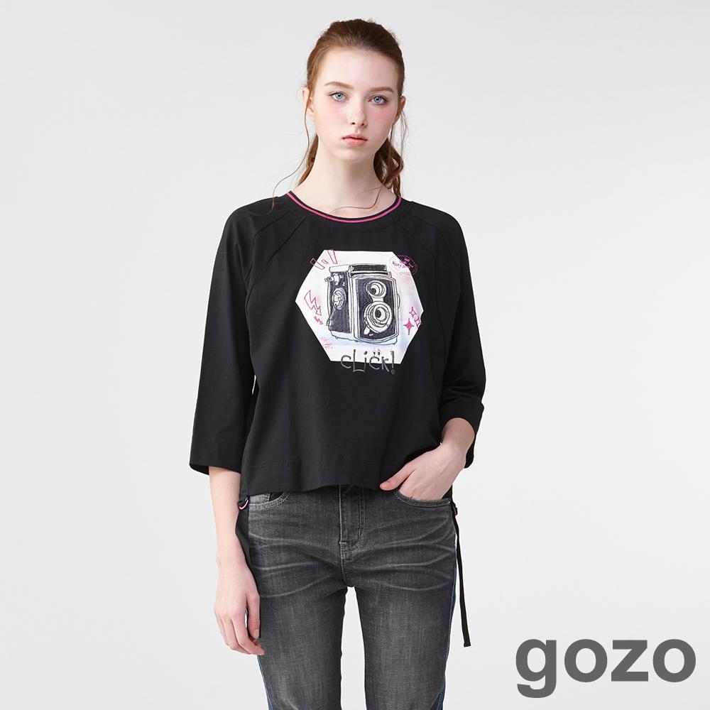 gozo 美式復古相機七分袖上衣(二色)-動態show