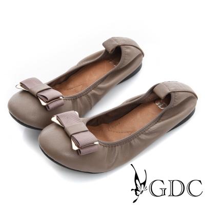 GDC都會-蝴蝶結飾扣真皮柔軟彈性楔型低跟鞋-米灰色