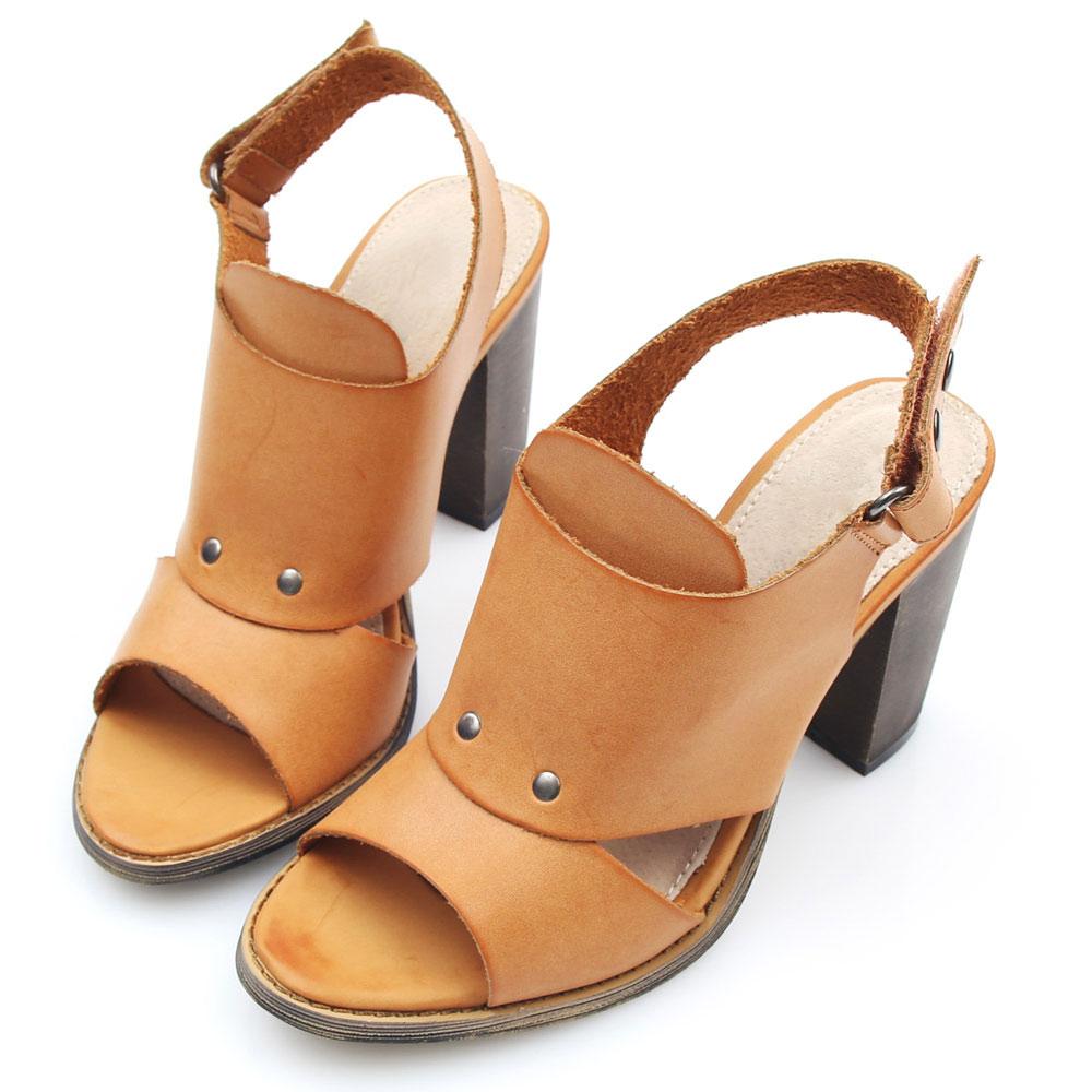 G.Ms.時尚氣勢-釘釦魚口粗跟涼鞋-橘駝
