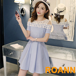 公主風拼接縷空蕾絲露肩洋裝 (共二色)-ROANN