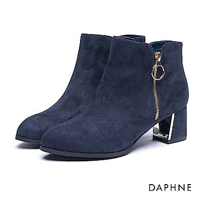 達芙妮DAPHNE 短靴-金屬色鏡面飾片絨布粗跟踝靴-深藍