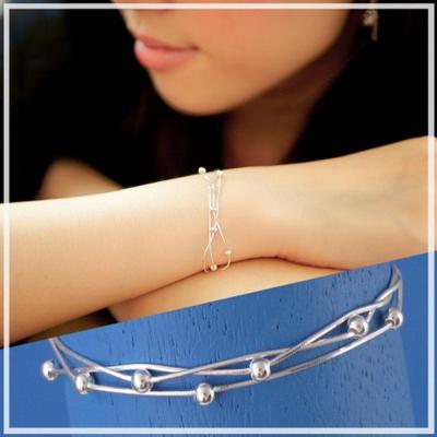 【維克維娜】浪漫微甜。亮銀串串圓珠三圈式設計 925純銀手鍊
