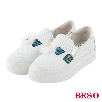 BESO LOVE SMILE 斑斕蛇紋徽章立體笑臉休閒鞋~白