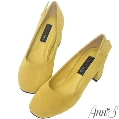 Ann'S時髦知性-質感絨布皮帶造型方頭粗跟包鞋-芥末黃