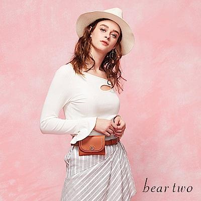 beartwo 小心機側肩挖空合身造型上衣(三色)