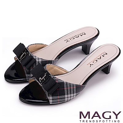 MAGY 時尚優雅名媛 經典格紋LOGO羊皮涼拖鞋-黑色