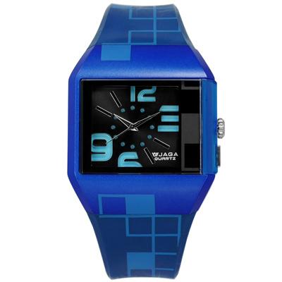 JAGA 捷卡 方型大數字刻度冷光照明運動橡膠手錶-黑x藍/43mm