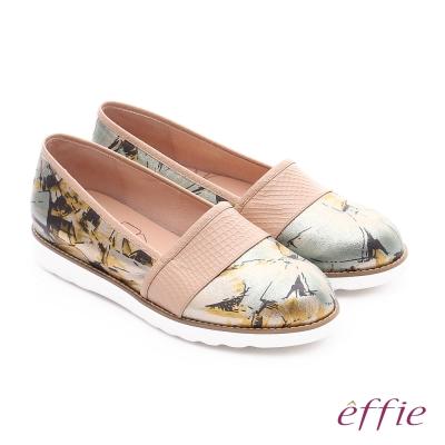 effie休閒摩登 壓紋真皮閃色印刷布休閒鞋 卡其色