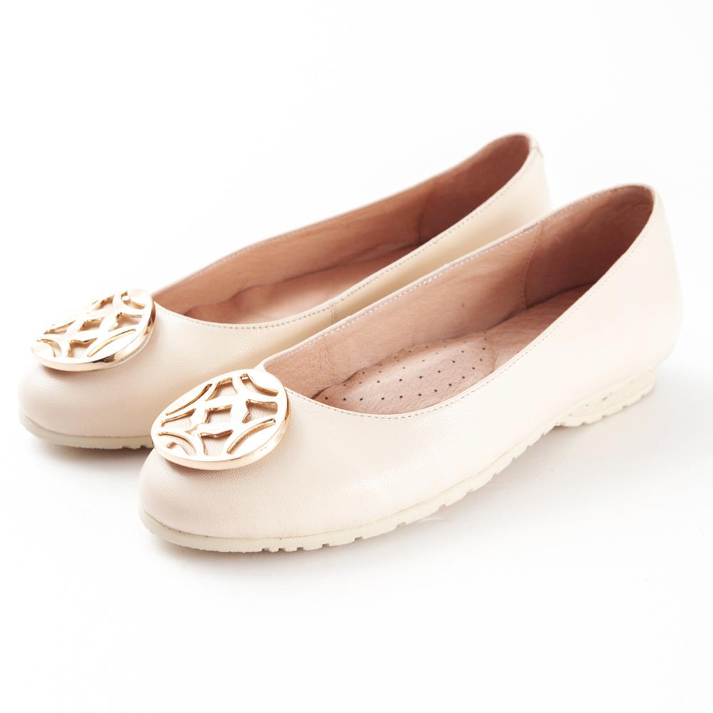 G.Ms. 金屬圓釦全真皮微坡跟娃娃鞋-  告白米