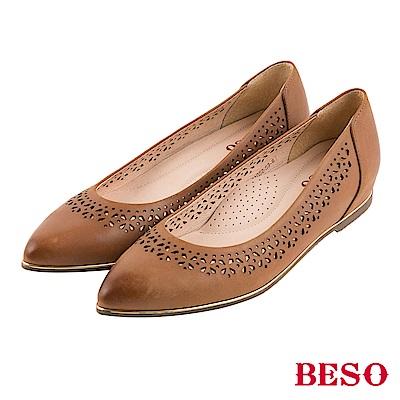 BESO 氣質典雅 全真皮雕花仿舊刷色內增高尖頭平底鞋~茶
