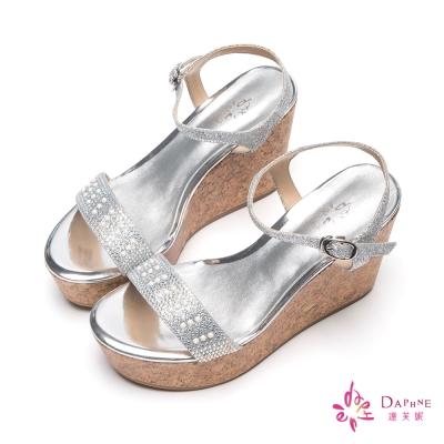 達芙妮DAPHNE-美人光芒珍珠水鑽一字帶楔型厚底涼鞋-高貴銀