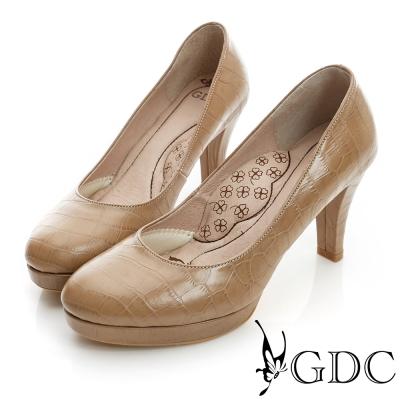 GDC都會-鱷魚紋加高防水台真皮中跟鞋-駝色