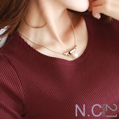 N.C21-鑲鑽彎管T字珍珠造型項鍊 (金色)