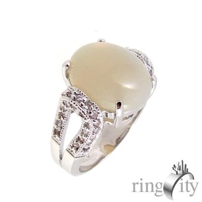 RingCity 蛋面月光石排鑽包邊造型戒