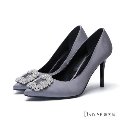達芙妮DAPHNE 高跟鞋-珍珠花飾緞面尖頭鞋-銀灰