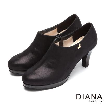 DIANA-漫步雲端厚切焦糖款-經典飾釦真皮跟鞋-黑
