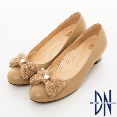 DN-微甜氣質-全真皮耀眼鑲飾蝴蝶低跟鞋-卡其