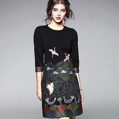 ABELLA 艾貝拉 多色亮面繡線鶴圖中袖短裙剪裁洋裝(S-2XL)