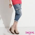 SOMETHING心機關鍵 蕾絲雙層腰頭七分工作褲-女款-拔淺藍