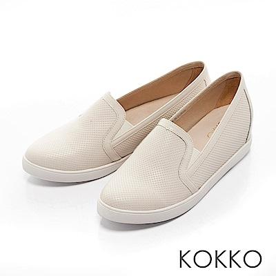 KOKKO -樂活自在真皮內增高休閒鞋-簡約米
