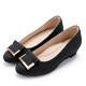 MAGYOL通勤專屬金屬點綴進口布料楔型低跟鞋黑色