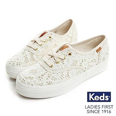 Keds TRIPLE 細緻緹花厚底綁帶帆布鞋-奶油白