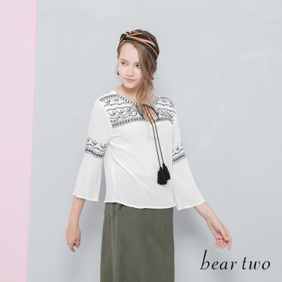 beartwo 網路獨家-民俗風細緻刺繡綁繩造型上衣(二色)-動態show