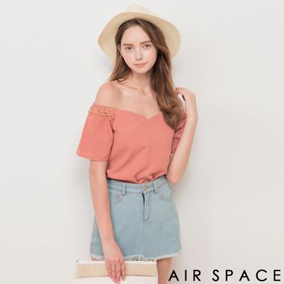 AIR SPACE 拼接蕾絲袖一字領雪紡上衣(粉紅)