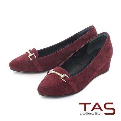 TAS 一字金屬扣飾麂皮小坡跟尖頭娃娃鞋-復古酒紅
