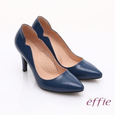 effie 輕透美型 鏡面牛皮側邊獨特線條素色高跟鞋 深藍