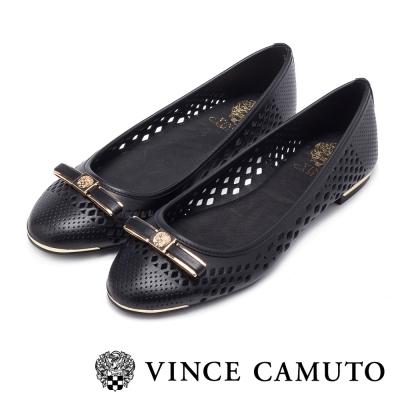 VINCE CAMUTO 閃耀時尚 蝴蝶結金屬雷射刻紋平底鞋-黑色