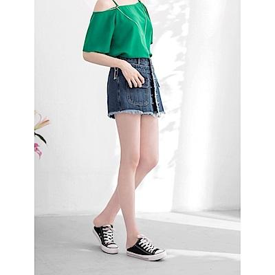 排釦片裙下襬抽鬚造型牛仔短褲-OB嚴選